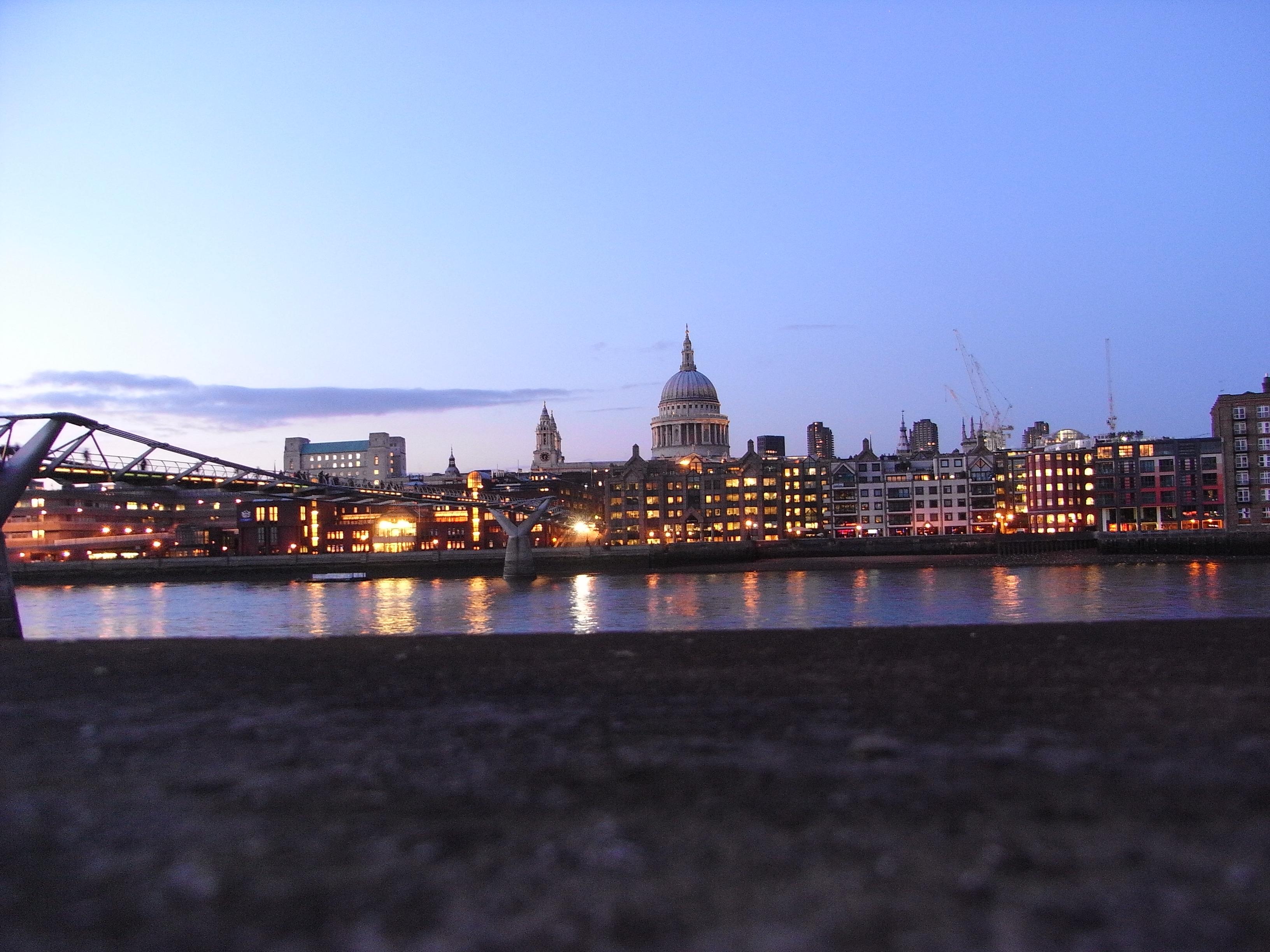 London, Blick von Southbank auf die City und Christopher Wrens St. Paul's.