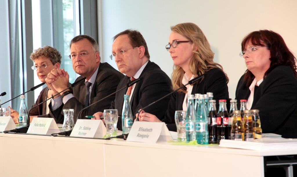 Felix Hufeld (M.) auf der BaFin-Pressekonferenz am 12. Mai 2015 in Frankfurt am Main. Foto: Eschweiler / BaFin.