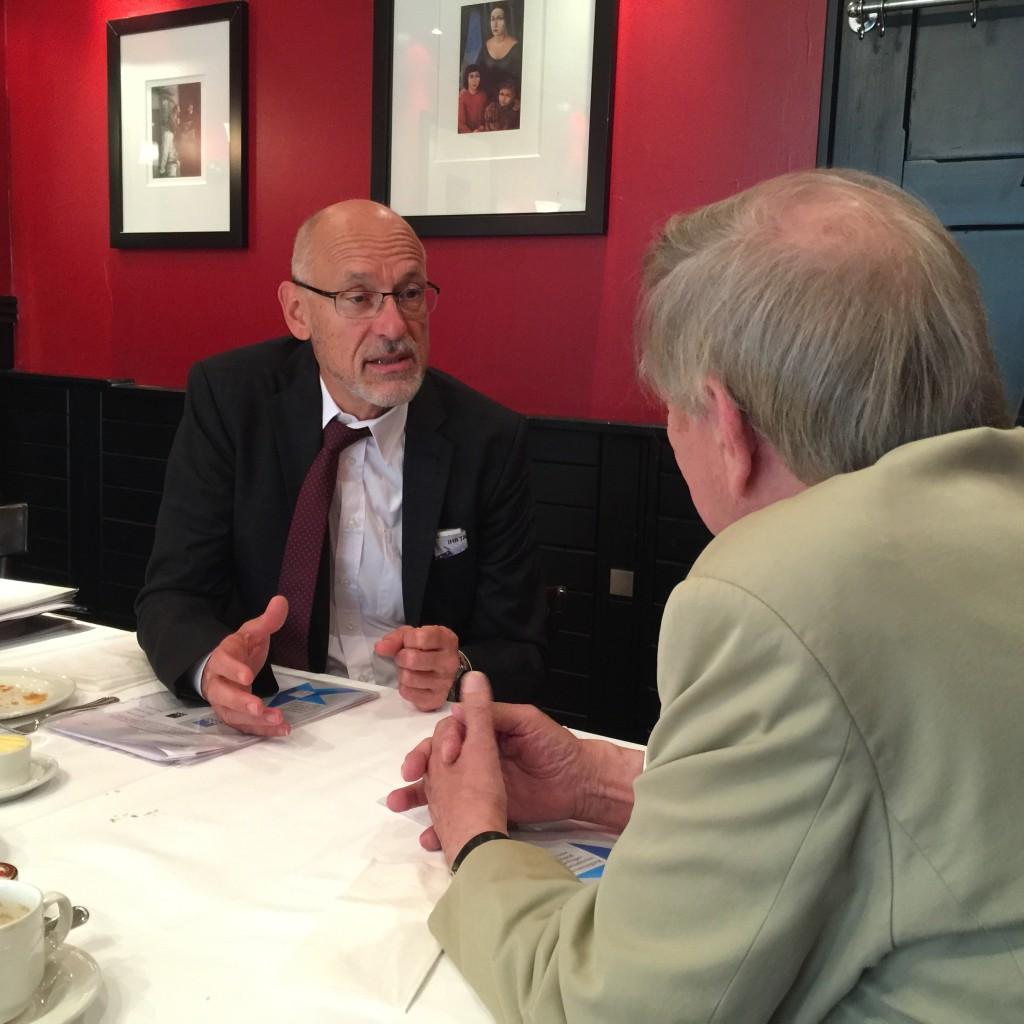 aba-Chef Heribert Karch im Gespäch mit Nikolaus Bora gestern in Berlin.