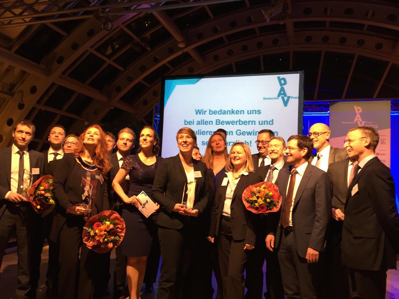 Preistraeger, Jury und Initiatoren des Deutschen bAV-Preises 2016 in Berlin.