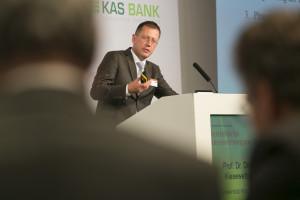 Professor Dirk Kiesewetter auf der 17. Handelsblatt Jahrestagung bAV am 5. April in Berlin. Foto: Dietmar Gust / Euroforum.