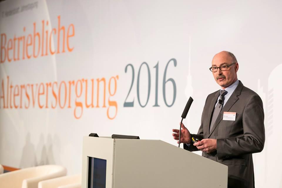 Hans H. Melchiors auf der 17. Handelsblatt Jahrestagung bAV am 5. April in Berlin. Foto: Dietmar Gust / Euroforum.