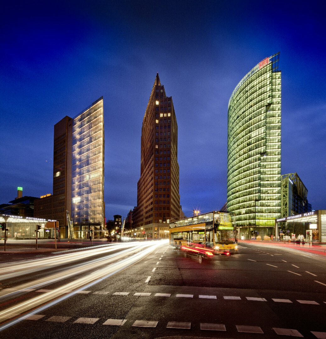 Potsdamer Platz von der Leipziger Straße aus gesehen. Foto: Vincent Mosch.