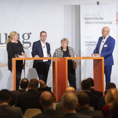 Diskussion-unter-den-Sozialpartnern-Schminke-Muehl-Kerschbaumer-Karch-HB-bAV-Tagung-19-Foto-Dietmar-Gust-Euroforum