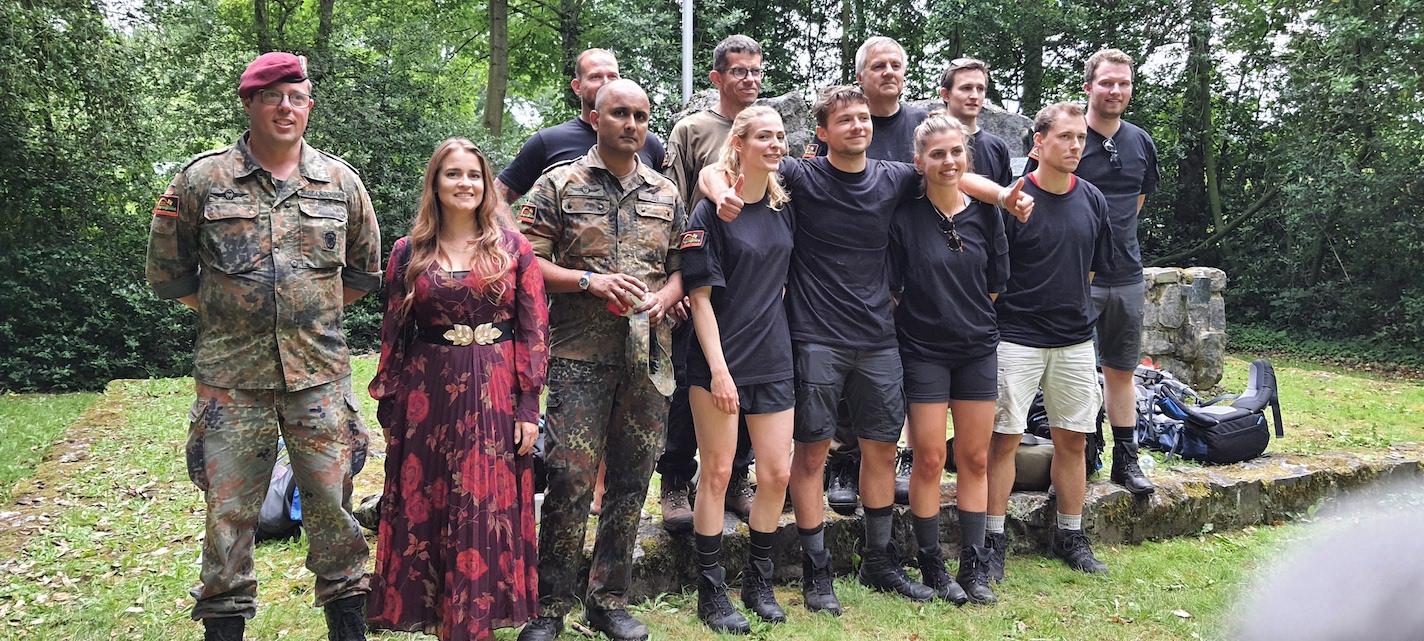 Gruppenfoto mit Anja Eschweiler (2. v.li), Vertreterin des Kinderhospizes Regenbogenland. Anschließend Alt-Bier, gab nichts anderes..